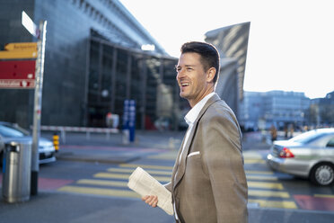 Happy businessman on the move in the city - DIGF06505