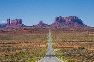 USA, Arizona, Monument valley, empty road - RUNF01743