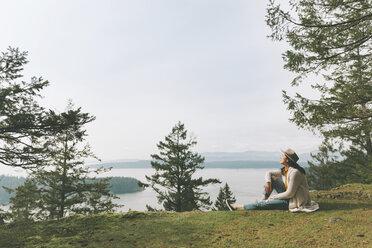 Woman relaxing in nature, enjyoing the sun - CMSF00006