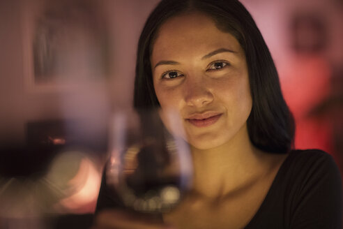 Portrait confident young woman holding wine glass - HOXF04360