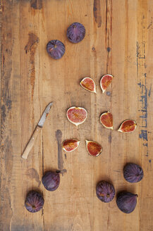 Kitchen knife and whole and sliced figs on wood - GWF06049