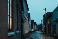 Denmark, Dragor, empty alley at blue hour - AFVF02721