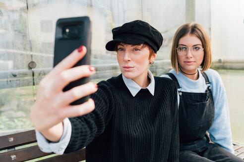 Friends taking selfie - CUF50054