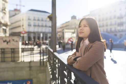 Spain, Madrid, smiling young woman at Puerta del Sol looking around - WPEF01474
