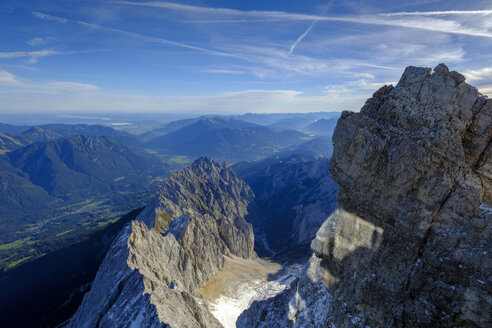 Germany, Bavaria, Alps, view from Zugspitze above the Waxenstein - LBF02530