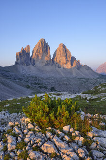 Italy, Sexten Dolomites, Tre Cime di Lavaredo at sunrise, Nature Park Tre Cime, Unesco World Heritage Natural Site - RUEF02139
