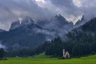 Italy, Trentino Alto-Adige, Val di Funes, Santa Maddalena, San Giovanni in Ranui chapel with Geisler Mountain Group in background - RUEF02175