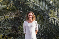 Traveller standing in front of palm trees, Bidbid, Ad Dakhiliyah, Oman - WVF01214