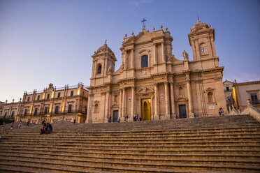 Italy, Sicily, Syracuse Province, Val di Noto, Noto, Noto Cathedral in the evening - MAM00534