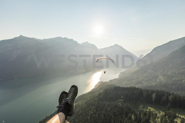 Austria, Tyrol, Legs of a man, watching paraglider over lake Achensee - WFF00083 - Wilfried Feder/Westend61