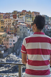 Italy, Liguria, La Spezia, Cinque Terre National Park, man looking to Manarola - EPF00593