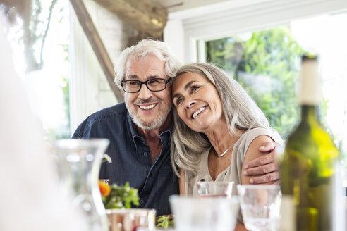 Senior couple celebrating with their family - PESF01600