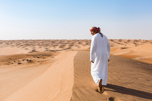 Bedouin walking in the desert, Wahiba Sands, oman - WVF01301