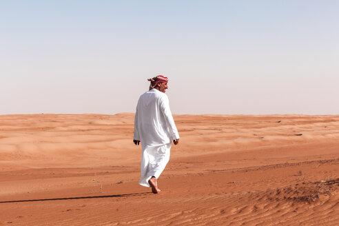 Bedouin walking in the desert, Wahiba Sands, oman - WVF01358