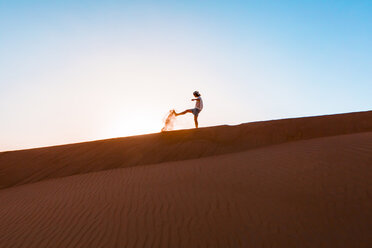 Sultanate Of Oman, Wahiba Sands, Mid adult man is playing with sand in the desert - WVF01385