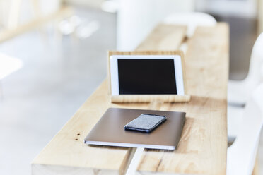Mobile devices on wooden bench - FMKF05584