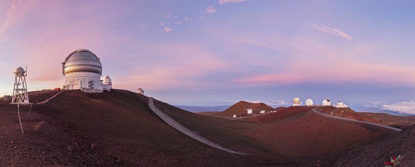 USA, Hawaii, Big Island, Volcano Mauna Kea, Mauna Kea Observatories, Gemini Observatory, University of Hawaii, Subaru Telescope, Keck Observatorium and NASA Infrared Telescope Facility at sunrise - FOF10640