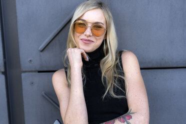 Portrait of happy young woman  wearing sunglasses - GIOF06248