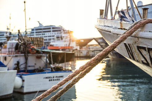 Italy, Sicily, Syracuse, Ortygia, moored ship at sunset - MAMF00568