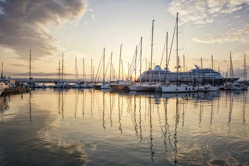 Hafen von Syrakus, Insel Ortygia, Syrakus, UNESCO-Weltkulturerbe, Provinz Syrakus, Sizilien, Italien - MAMF00571
