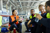 Workers in factory having lunch break together - ZEDF02137