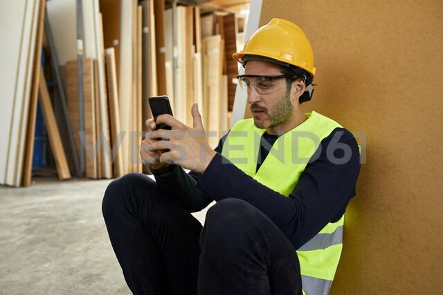 Serbia, Stara Pazova, Warehouse, Break, Smartphone - ZEDF02167
