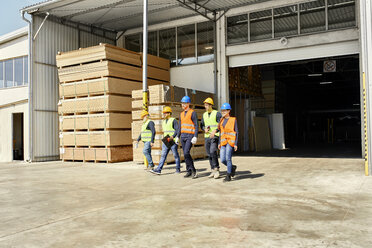 Group of workers walking on factory yard - ZEDF02212