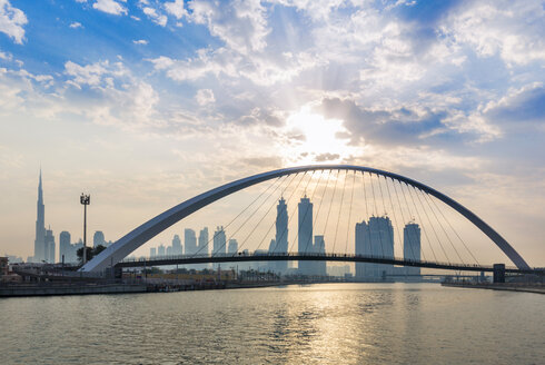United Arab Emirates, UAE, Dubai, Dubai Creek pedestrian bridge and Skyline - HSIF00502