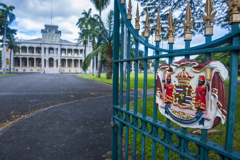 Hawaii, Oahu, Honolulu, royal signs before the Iolani Palace - RUNF01894