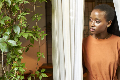 Portrait of young woman at the window - VEGF00026
