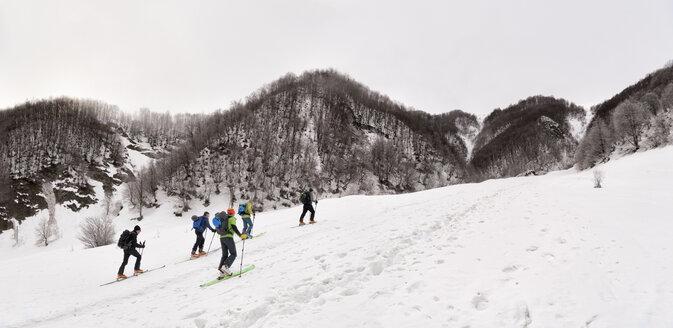 Georgia, Caucasus, Gudauri, people on a ski tour - ALRF01450