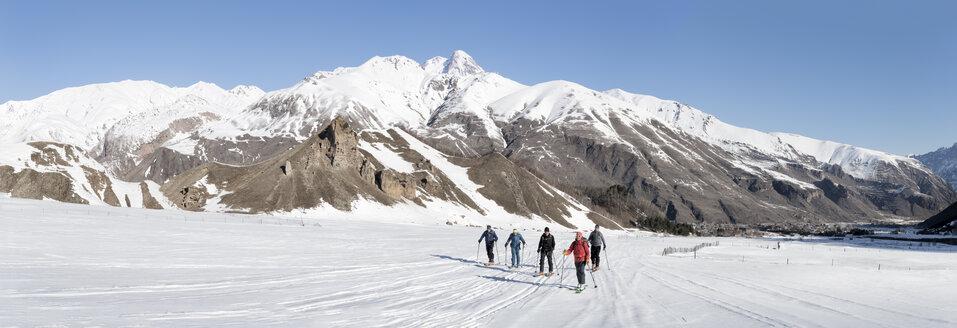 Georgia, Caucasus, Gudauri, people on a ski tour - ALRF01486