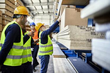 Men working in factory warehouse - ZEDF02260