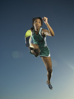 African American female athlete jumping - BLEF00017