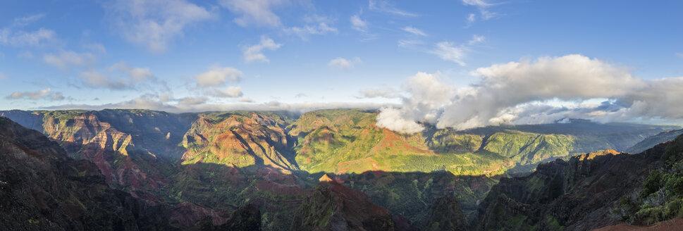 USA, Hawaii, Kauai, Waimea Canyon State Park, view over Waimea Canyon - FOF10716