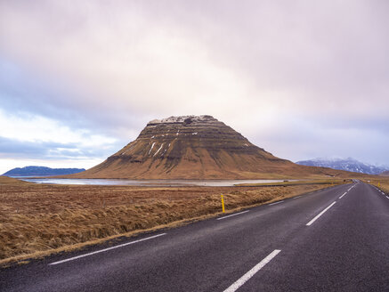 Iceland, Snaefellsnes peninsula, Kirkjufell Mountain at the roadside - TAMF01315
