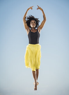 Black woman ballet dancing - BLEF01002