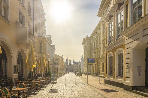 Innenstadt, Straße, leer, niemand, Schloß, Gegenlicht, Schwerin, Mecklenburg-Vorpommern, Deutschland - FRF00823