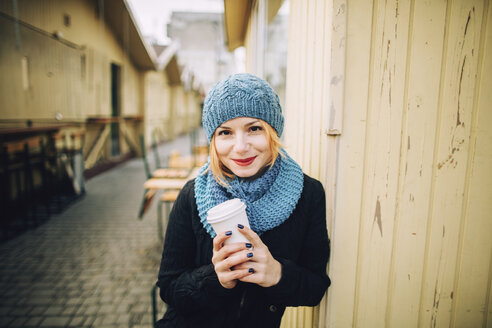 Portrait of smiling Caucasian woman holding coffee cup - BLEF01717