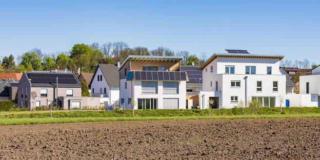 Germany, Magstadt, modern one-family houses with solar thermal energy - WDF05246
