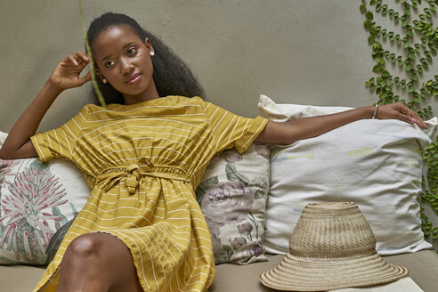 Woman relaxed on a sofa. Joli Guest house, Moçambique, Maputo - VEGF00104
