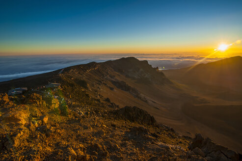 Sunrise on top of the Haleakala National Park, Maui, Hawaii - RUNF01907