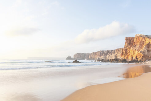Portugal, Algarve, Sagres, Praia do Tonel, beach, sea and rocky cliffs - MMAF00875