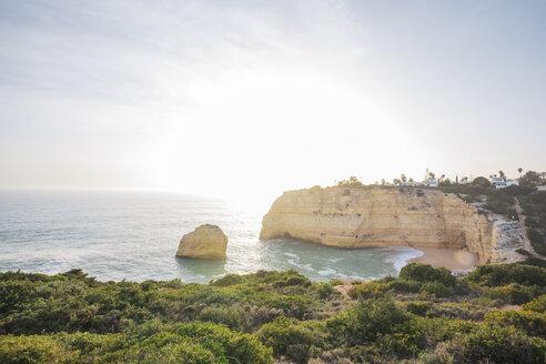 Portugal, Algarve, Lagoa, Praia do Carvalho, rocky coastline and sea - MMAF00917
