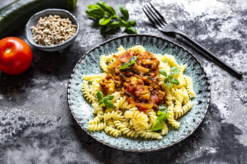 Spirelli with vegetarian bolognese, sunflower mince, zucchini, tomato, parmesan and basil - SARF04244