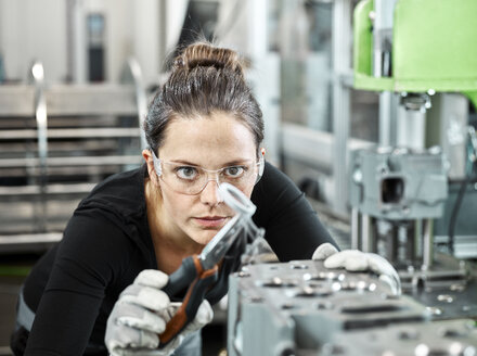 Young woman working with a pliers - CVF01173
