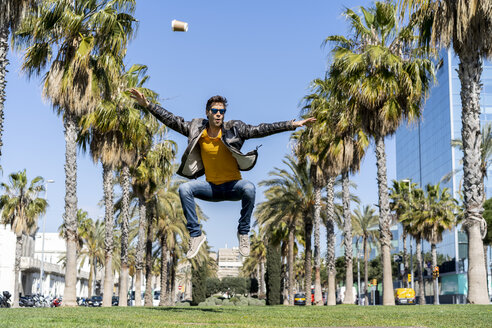 Spain, Barcelona, man in the city jumping in park - AFVF02878