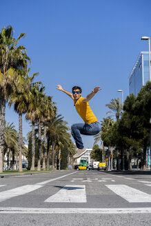 Spain, Barcelona, man in the city jumping on the street - AFVF02884