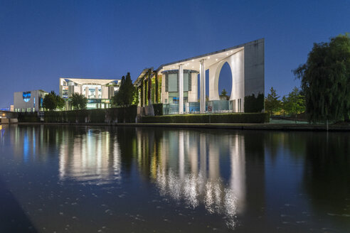 Kanzleramt or councelor office in Berlin at night with reflection in summer - TAMF01390