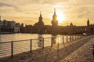 Germany, Berlin-Friedrichshain, view to Oberbaum Bridge at sunrise - TAMF01405